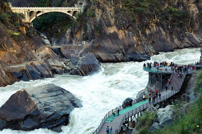Private Day Tour Tiger Leaping Gorge and Black Dragon Pond from Lijiang