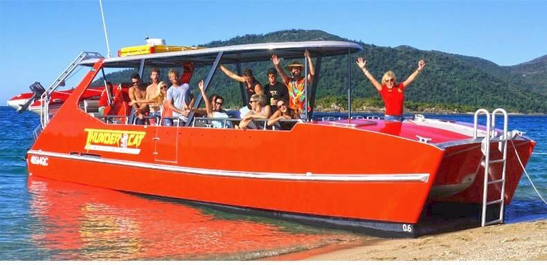 聖靈群島白天堂沙灘+希爾灣觀景台+浮潛+雙體船Thundercat一日遊(含市區酒店接送 平穩行駛 )