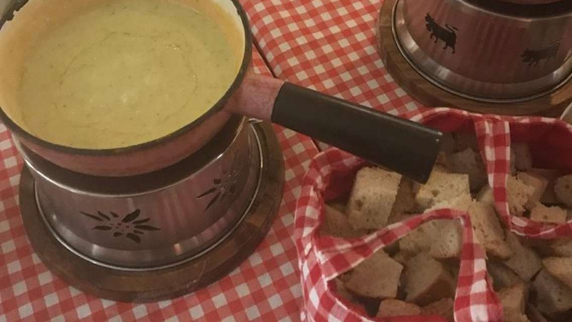 Cheese Fondue or Raclette on Lake Zurich private boat 90 minutes excursion
