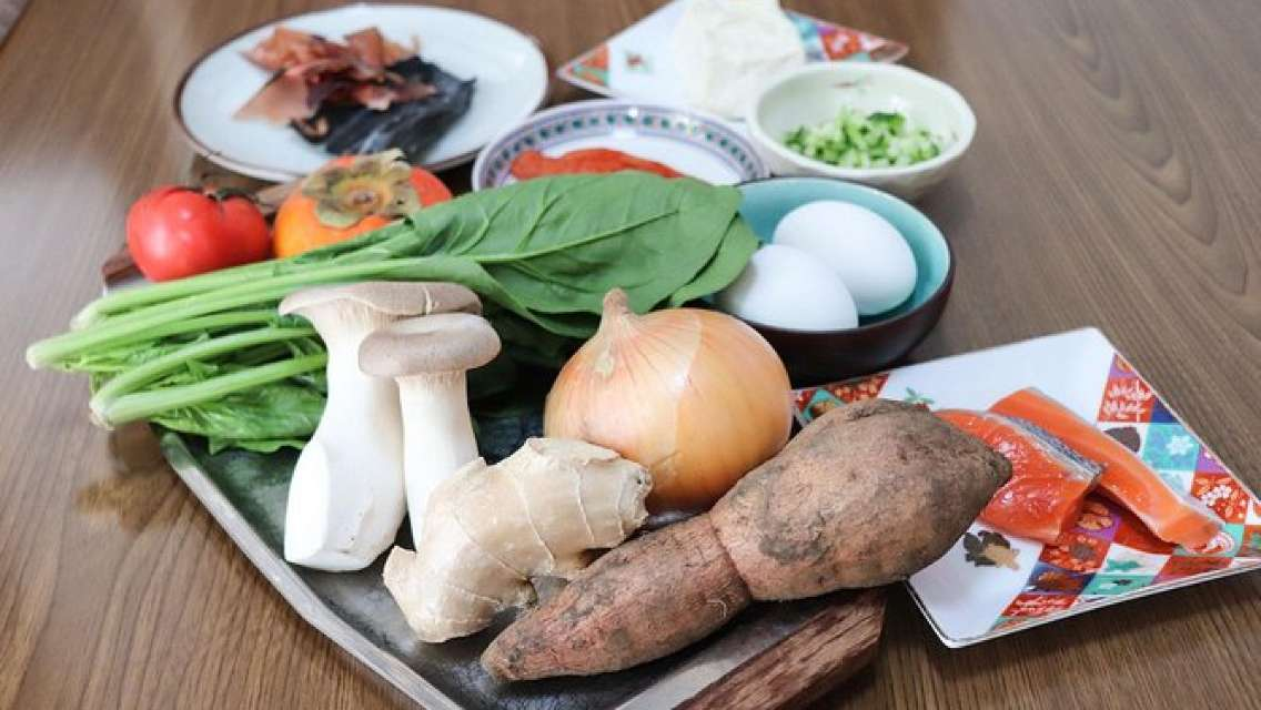 Private Market Tour and Authentic Japanese Cooking Class with an Osaka Local