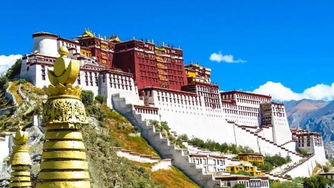 3-Day Best Tibet Tour from Chengdu by Air:Lhasa, Yamdrok Lake and Khampa La Pass