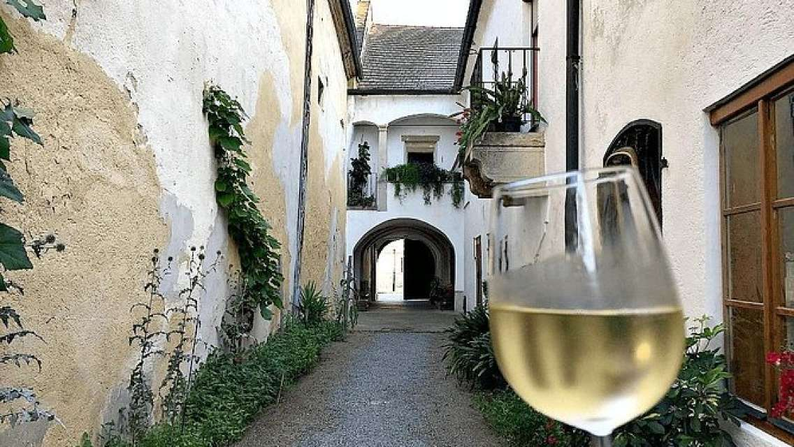Budapest to Vienna: Private Wine and Sightseeing Tour (One-Way Transfer)