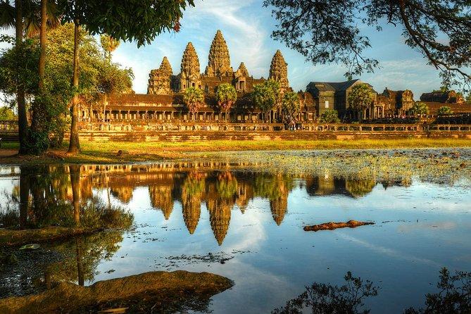 Siem Reap: Angkor Wat, Ta Prohm, Angkor Thom, Bayon Temple Day Tour