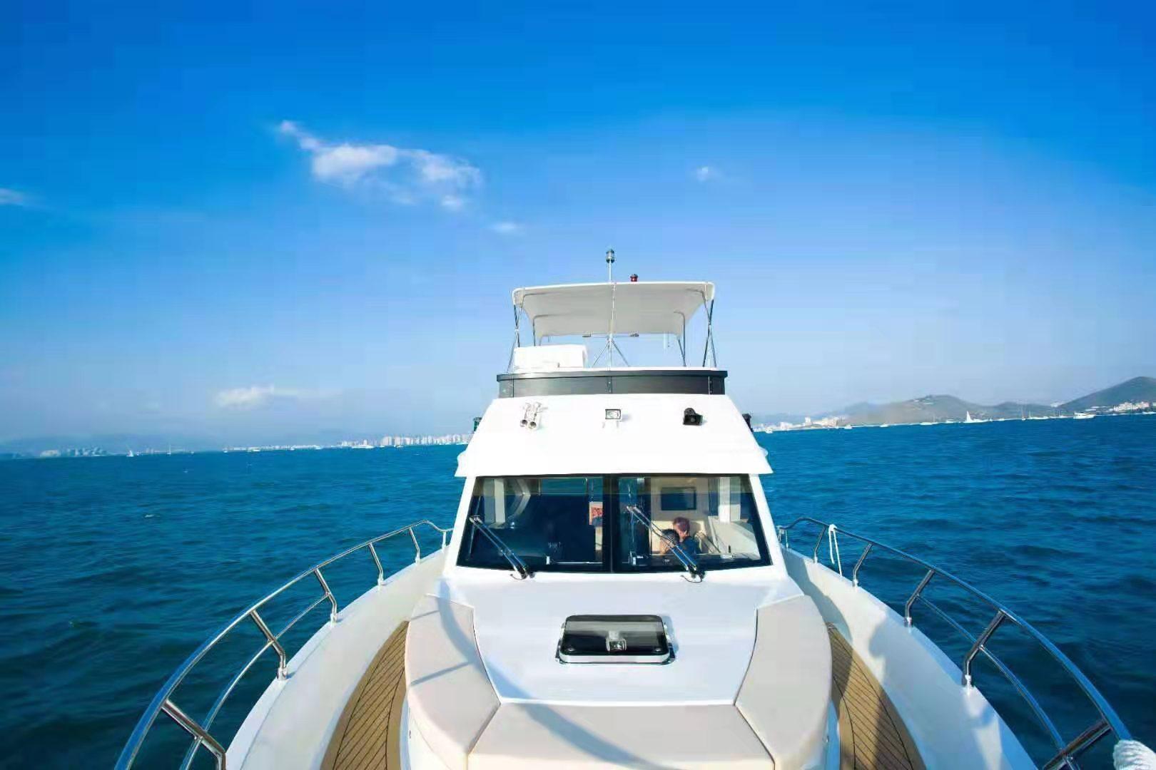 三亞鴻洲遊艇碼頭遊艇/帆船出海包車一日遊(專屬遊艇帆船+專車服務+海釣+潜水+水果)