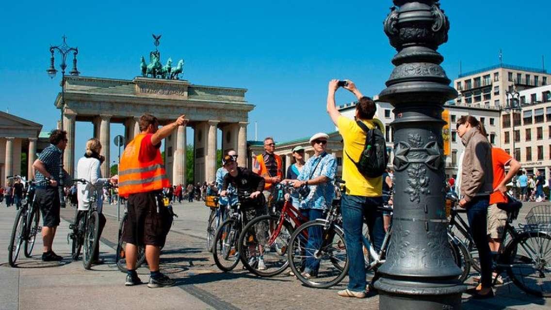 Berlin Highlights Small-Group Bike Tour