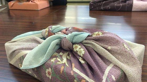 名古屋での伝統的な「風呂敷」アート教室