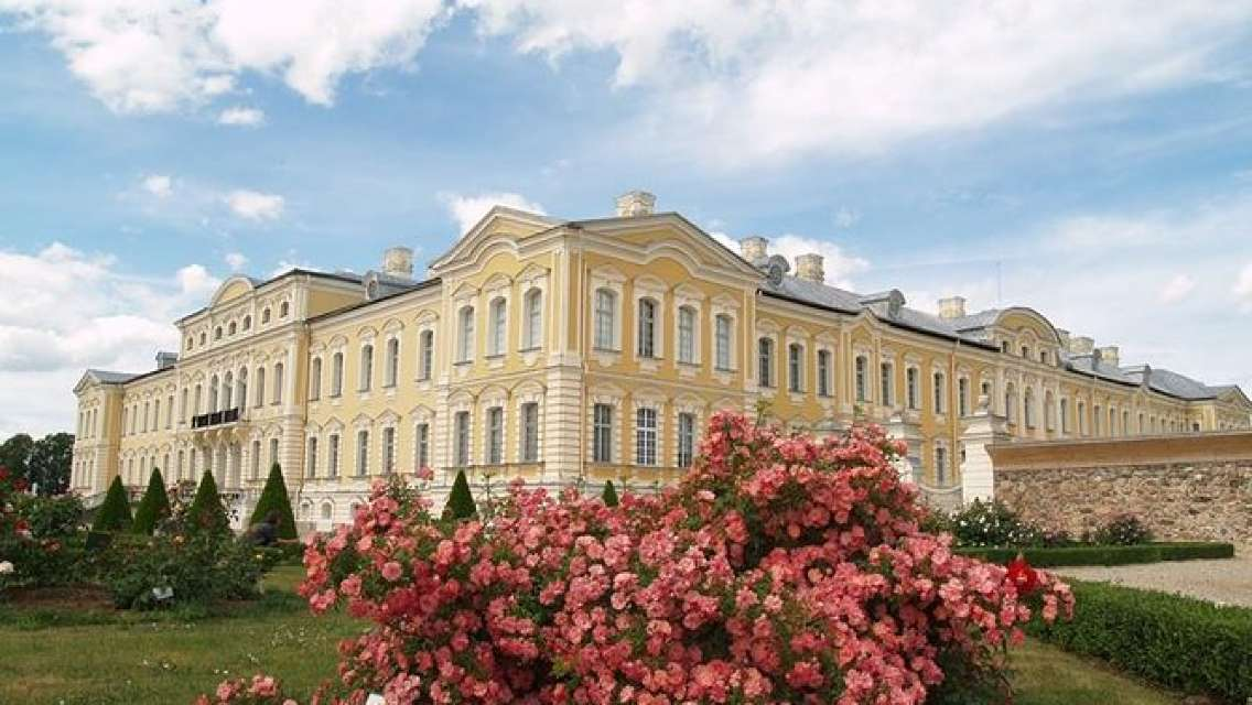 Private transfer from Riga to Vilnius via Rundale palace and Hill of crosses