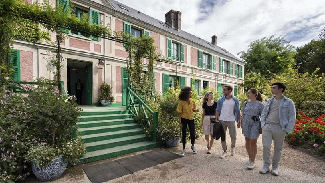 Half-Day Private Tour to Giverny from Paris