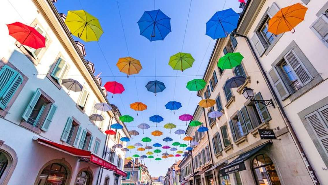 Discovery walk through Carouge with a Local