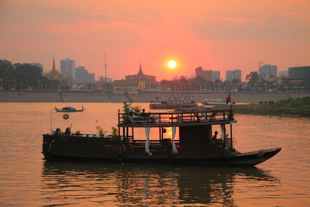 Full Day Phnom Penh City Tour with Sunset Cruising
