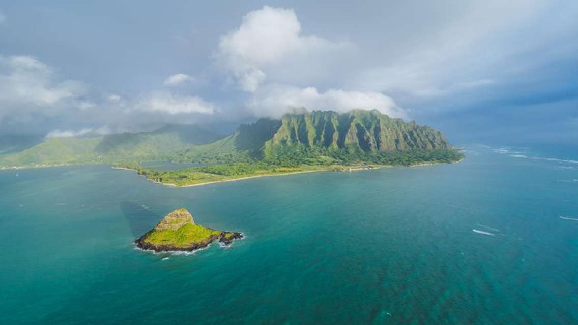 """Private Helicopter Charter - Oahu """"Magnum Experience"""" (50 Minute)"""