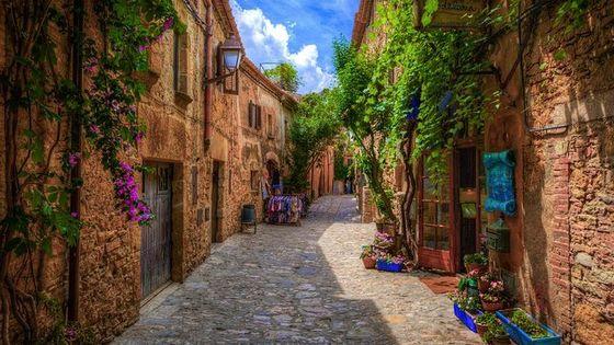 Medieval beautiful villages of vulcanic area la Garrotxa up to 6 customers