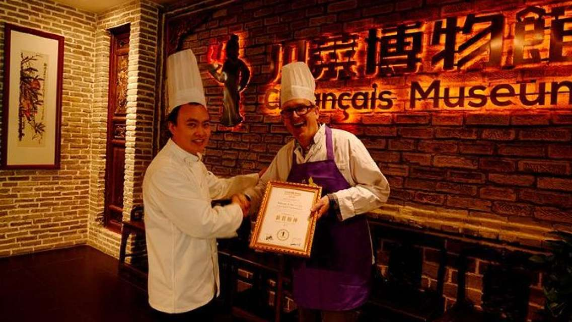Private Day Tour: Panda Base and Museum of Sichuan Cuisine with Cooking Lesson