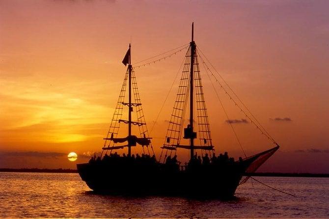 Romantic Sunset Cancun Cruise with Lobster Dinner 2 x 1