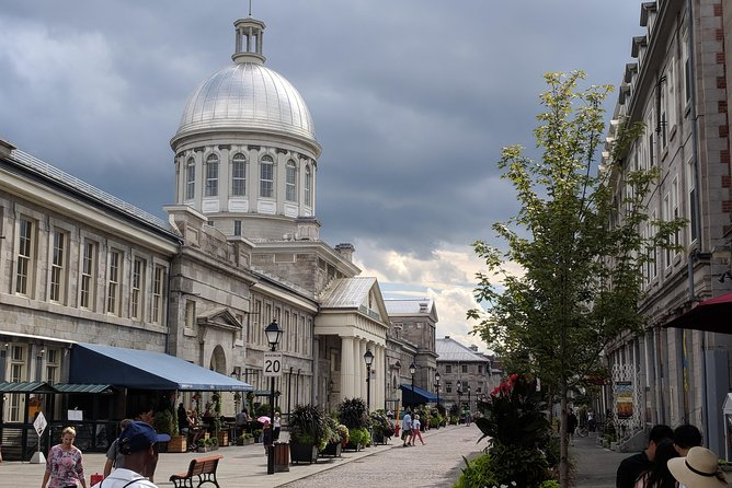 Old-Montreal Delights with a local - PRIVATE Walking Tour