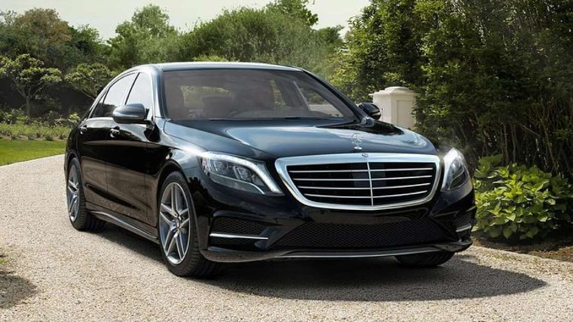 Arrival private transfer from VNO Vilnius Airport to Vilnius by Luxury Car