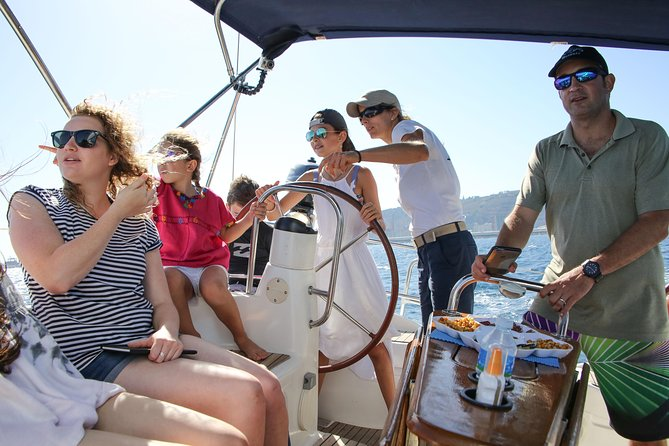 1,5 hour Vermut & Sailing Experience Barcelona with drinks and snacks!