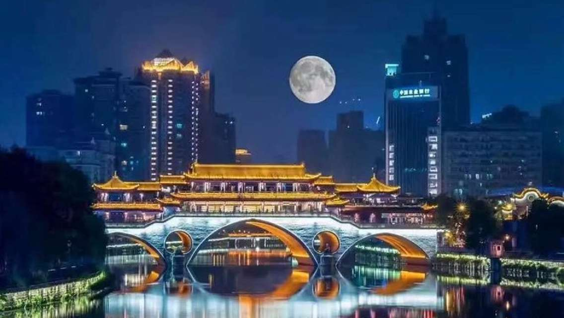 Private Night Tour: Chengdu Illuminated with Hot Pot Dinner