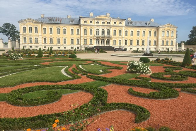Tour from Riga to Vilnius: Bauska Castle, Rundale Palace and The Hill of Crosses