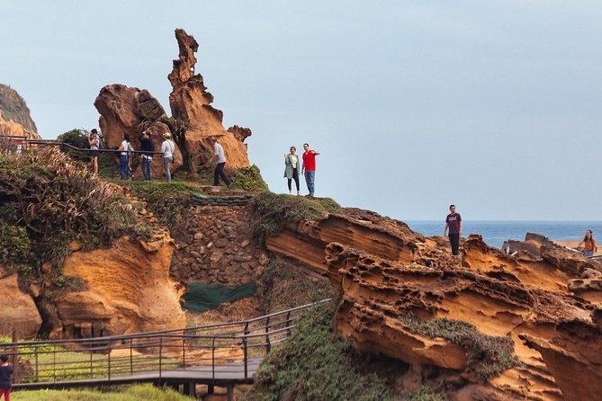 Private tour Yehliu Geopark & visit to Jingshan
