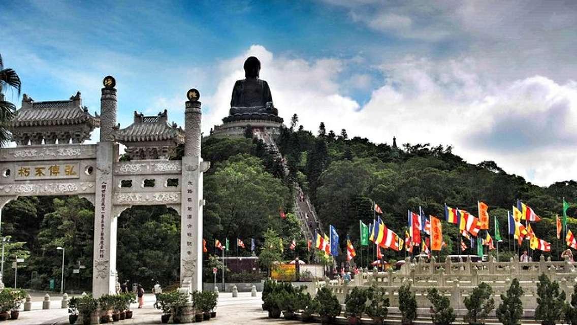 Full-Day Private Tour of Lantau Island including Big Buddha and Tai O