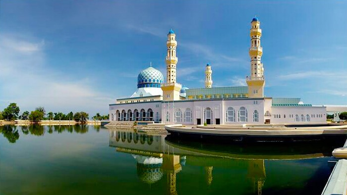 沙巴水上清真寺+加雅街+沙巴大學+丹絨亞路海灘包車一日遊 (亞庇市區 / 神山包車)