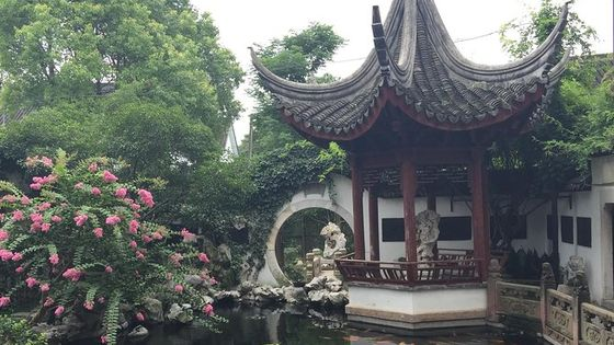 Private Zhujiajiao Ancient Town and Harmony Garden Day Tour with Gondola Ride