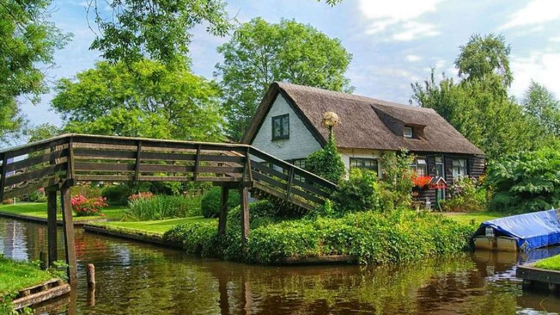 Private Tour to Giethoorn incl Canal Cruise and Windmills Tour from Amsterdam