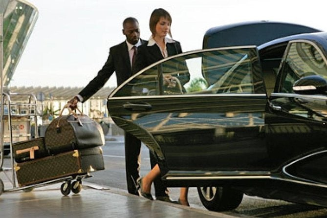 Low Cost Private Transfer From Salzburg Airport to Linz City - One Way