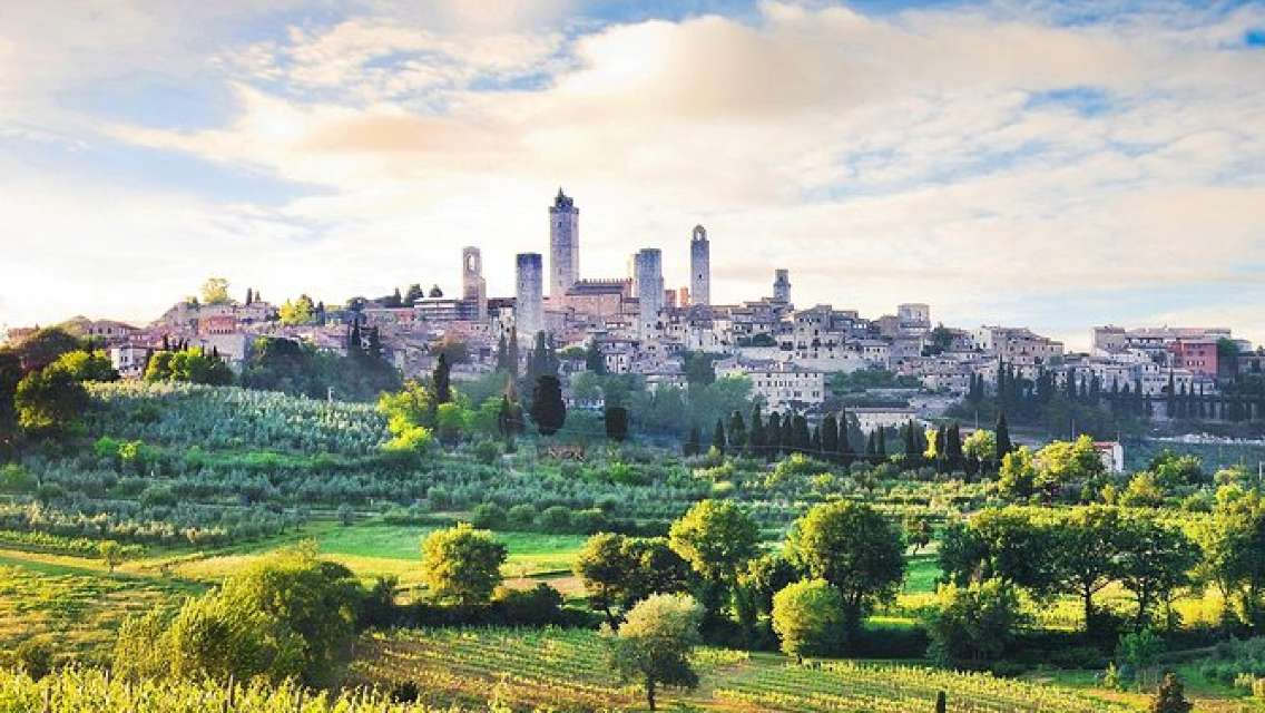 Independent Trip to San Gimignano from Florence with Private Transport