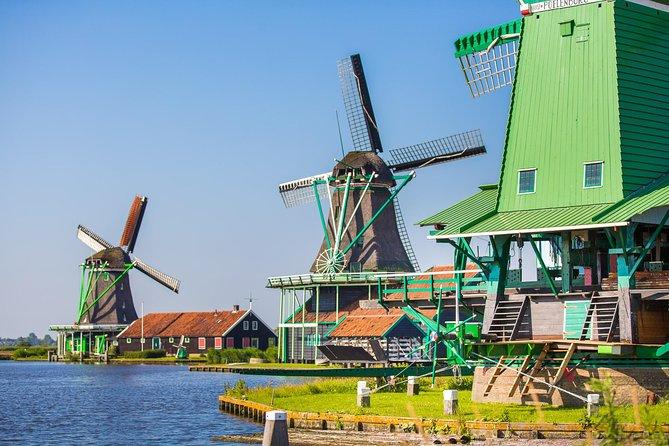 アムステルダム発ザーンセスカンス風車村、マルケン、フォーレンダム半日観光