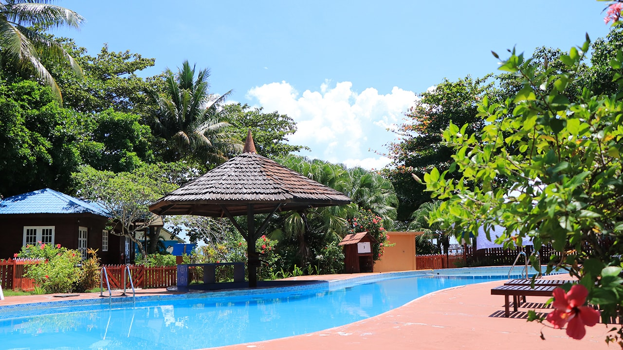 Semporna Borneo Divers Mabul Resort OW/AOW Courses Package