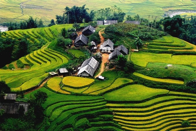 Sapa 3-day Discovery Package Tour By Bus with 1 Night Homestay 1 Night Hotel