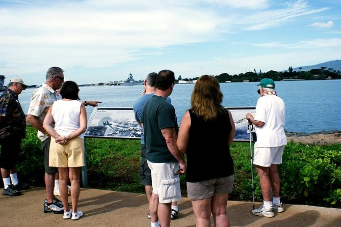 USS Arizona Memorial Narrated Tour and Pearl Harbor Virtual Reality Center