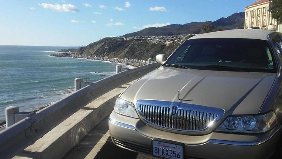 Private limo 4-Hour Tour: Hollywood, Santa Monica and Venice
