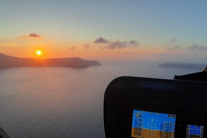 Private Helicopter Sightseeing Tour Santorini 20 minutes - up to 3 passengers