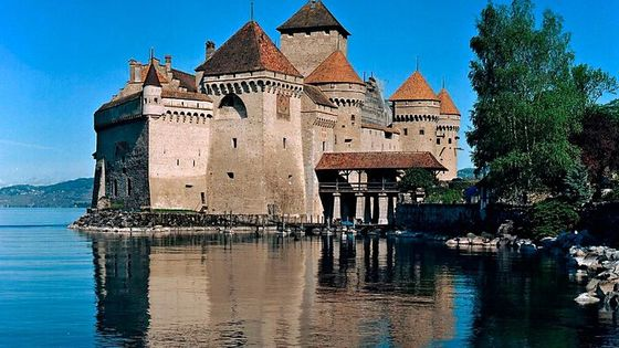 Winter Riviera , Montreux, Château de Chillon, and Chaplin's World from Geneva