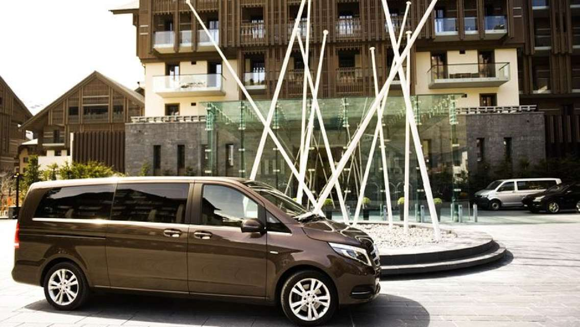 Private Arrival Transfer: from Geneva Airport to Yvoire in France
