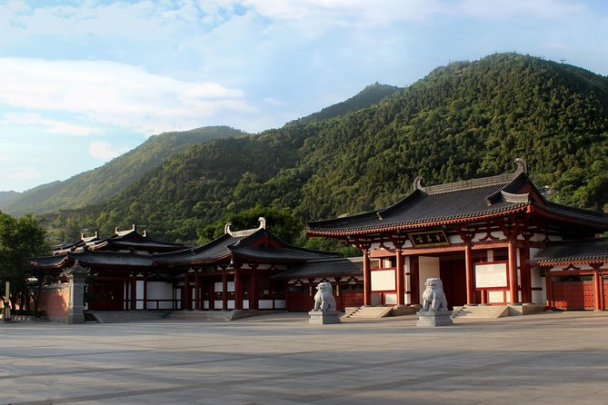 Skip the Line: Admission Ticket & Official Tour Guide of Xian Huaqing Palace