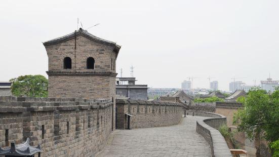 漫步古城牆