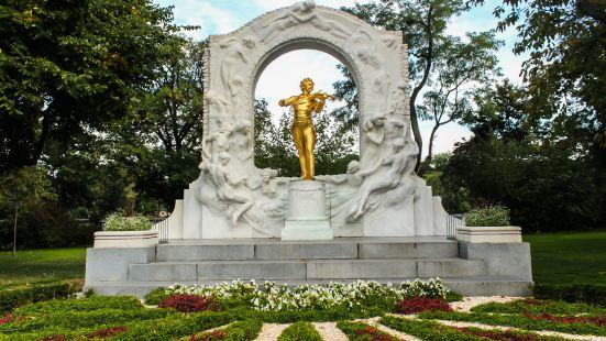 施特勞斯金色雕像