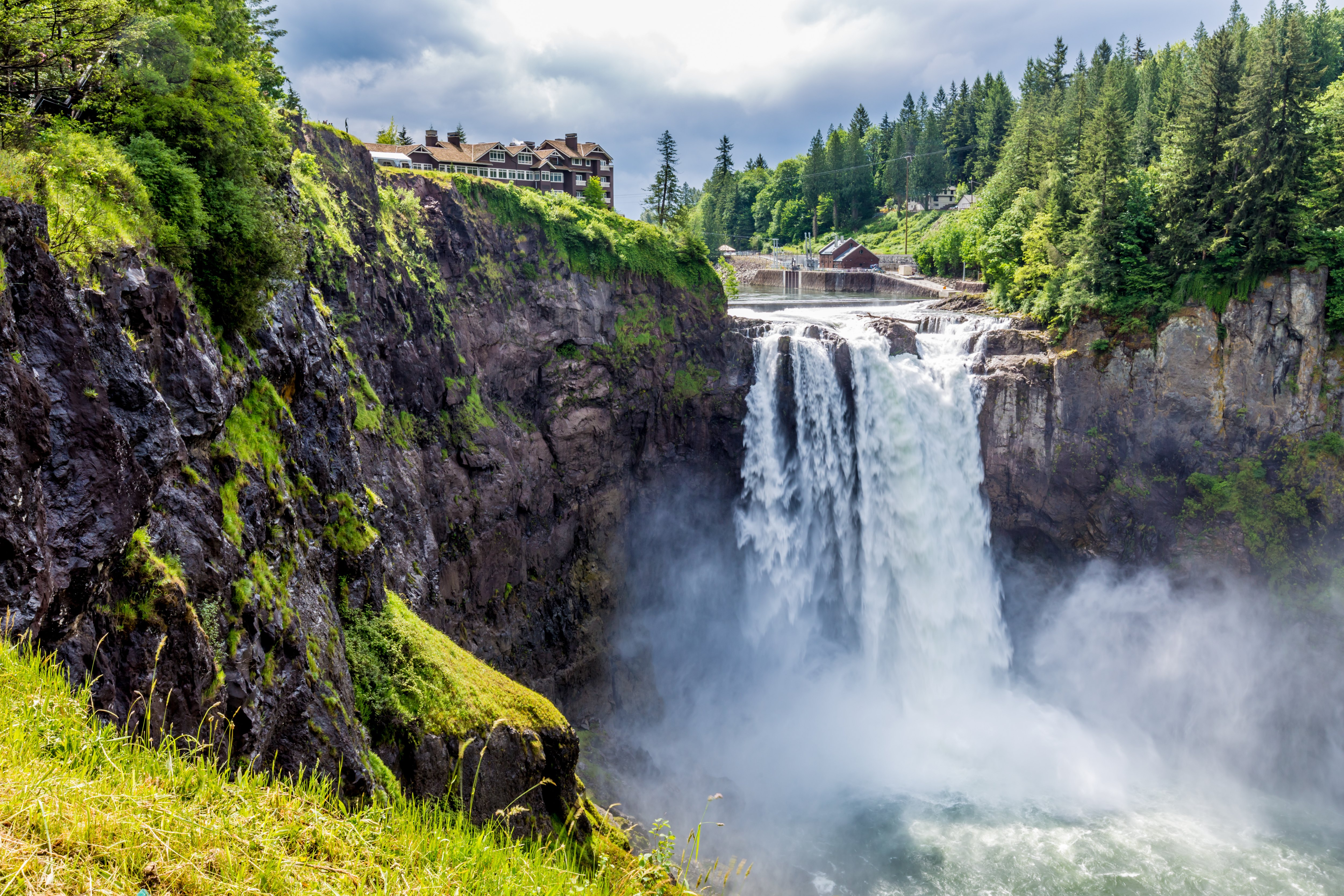Snoqualmie Falls + Leavenworth One Day Tour from Seattle