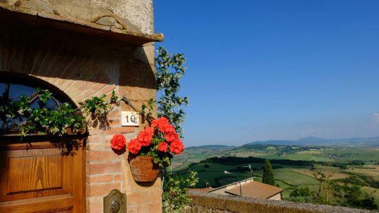 罗马教皇把自己的家乡建设成了一座精美的小镇,历史文化中心范围