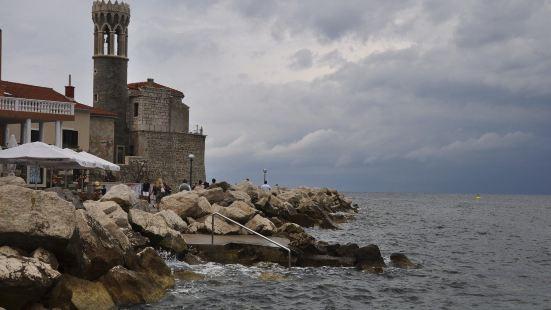 地中海小镇皮兰,难得雨,被我们撞上了;海鲜大餐,记住的却是它