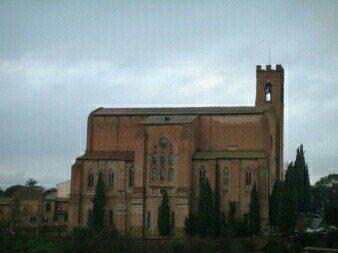 锡耶纳小城边的洗礼堂也很壮观,美丽的建筑,古老而迷人!