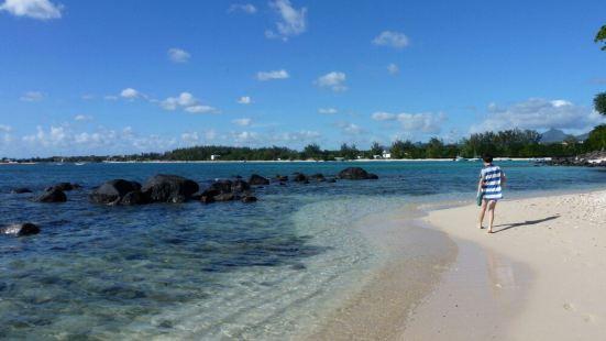 海水真清澈,人來這裏的不多,非常適合拍照攝影,浪也不大游泳也