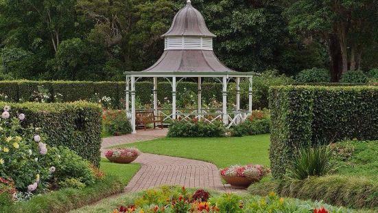 卧龙冈虽然是个小地方,却有个很棒的花园值得一逛。其实这个花园
