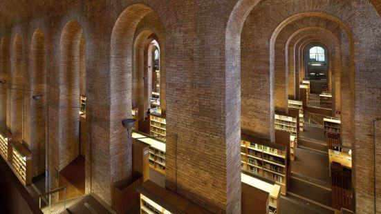 龐培法布拉大學圖書館