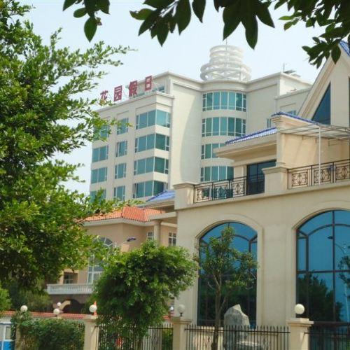 Q+ Garden Holiday Hotel