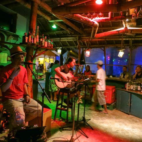 Charlh's Bar